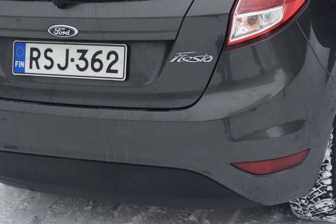 Ford Fiestan halpa vuokraus Isofix-kiinnikkeetn kanssa lähellä 33400 Tampere.