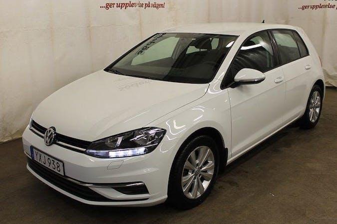 Billig biluthyrning av Volkswagen Golf med GPS i närheten av 217 41 .