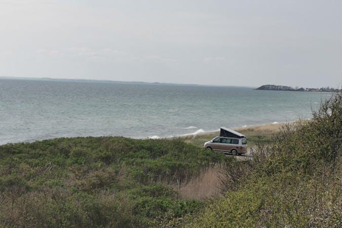 Billig billeje af Volkswagen California Ocean med GPS nær 5250 Odense.
