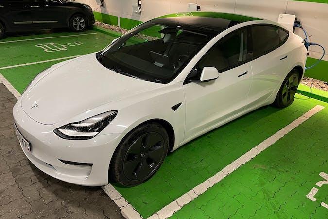Billig billeje af Tesla Model 3 med GPS nær 2450 København.