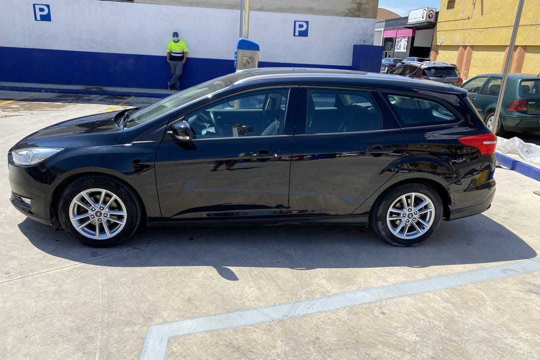 Alquiler barato de Ford Focus con equipamiento GPS cerca de 46005 València.