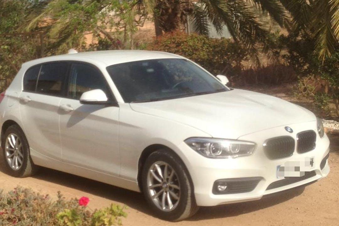 Alquiler barato de BMW 1 Series con equipamiento GPS cerca de 30154 Lo Jurado.