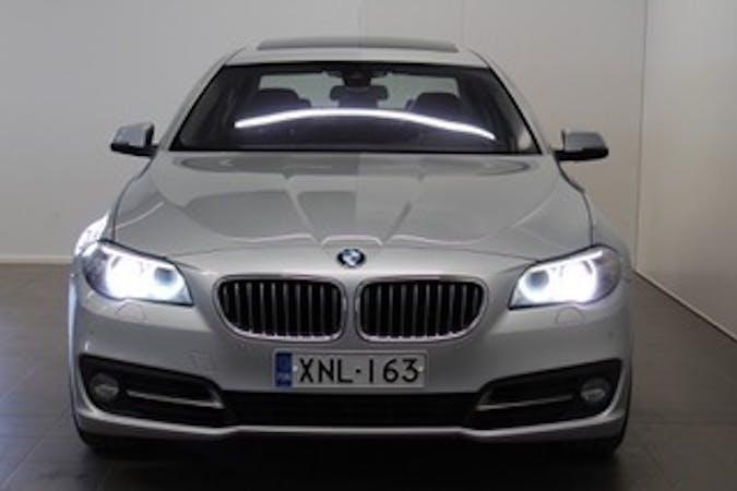 BMW 5 Seriesn halpa vuokraus GPSn kanssa lähellä 00630 Helsinki.