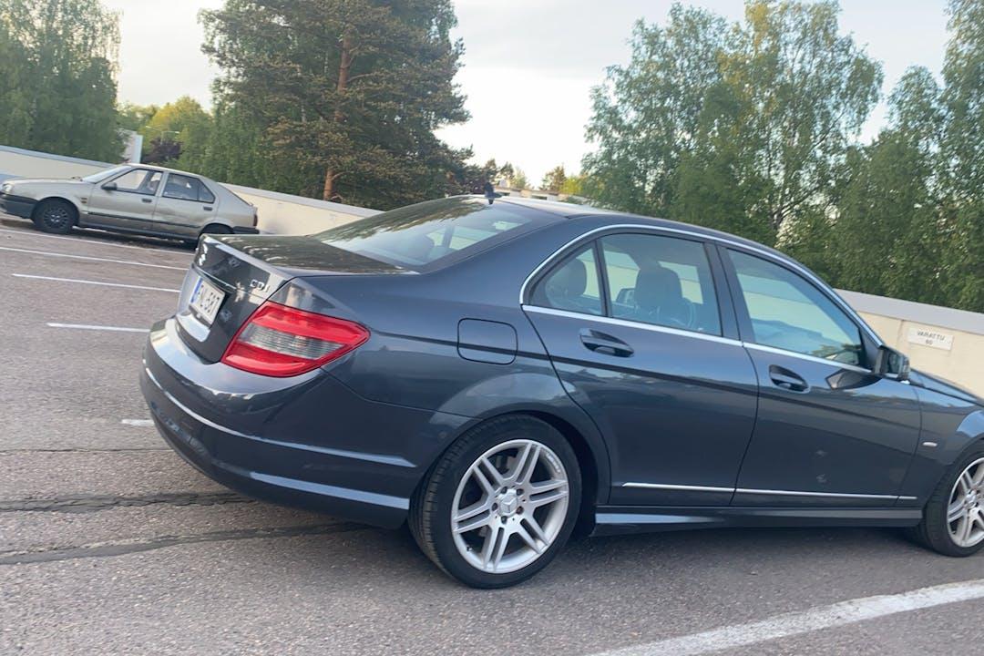 Mercedes C-Classn halpa vuokraus GPSn kanssa lähellä 00970 Helsinki.
