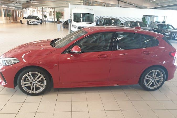 Billig biluthyrning av BMW 1 Series med Isofix i närheten av  Norrmalm.