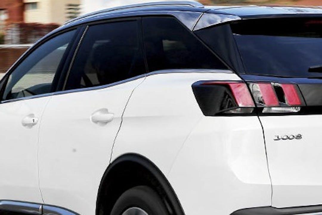 Alquiler barato de Peugeot 3008 con equipamiento Fijaciones Isofix cerca de 08040 Barcelona.