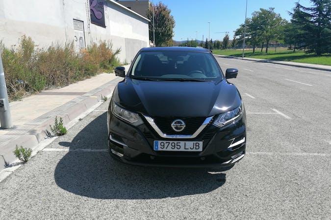 Alquiler barato de Nissan Qashqai con equipamiento GPS cerca de 31012 Pamplona.