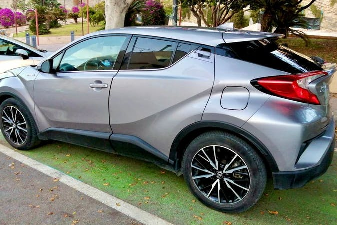 Alquiler barato de Toyota C-HR cerca de 07800 Eivissa.