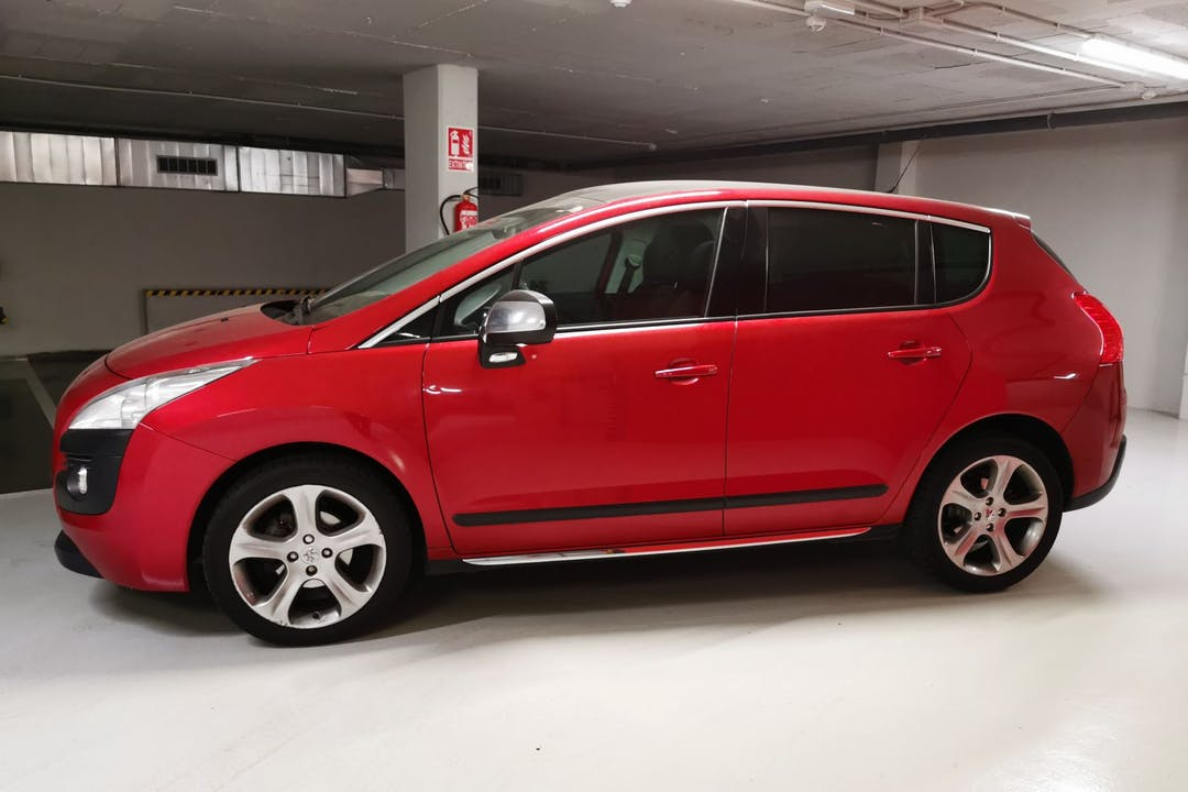 Alquiler barato de Peugeot 3008 con equipamiento Bluetooth cerca de 08027 Barcelona.