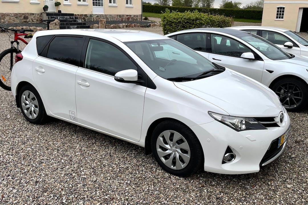 Billig billeje af Toyota Auris nær 6230 Rødekro.