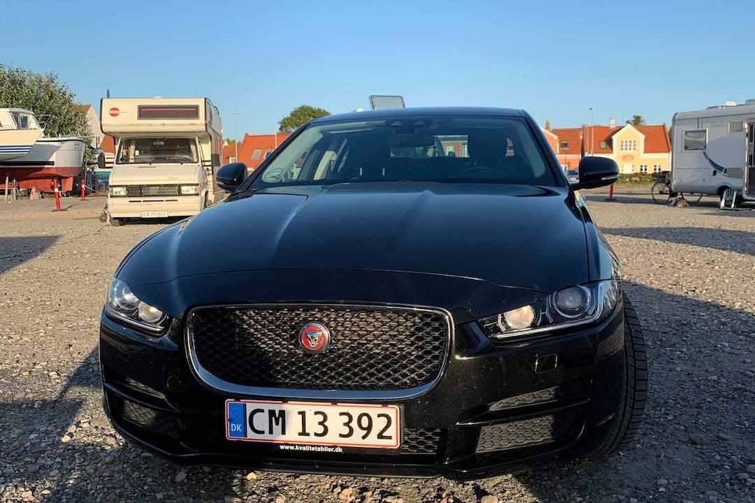 Billig billeje af Jaguar XE med GPS nær 3400 Hillerød.