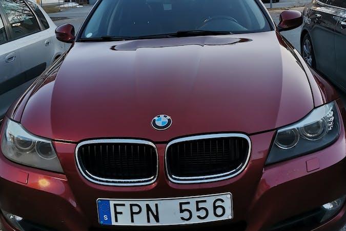 Billig biluthyrning av BMW 3 Series med Dragkrok i närheten av 941 33 Annelund-Backen.