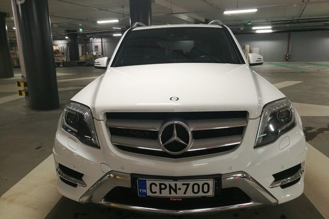Mercedes GLKn halpa vuokraus GPSn kanssa lähellä 00240 Helsinki.