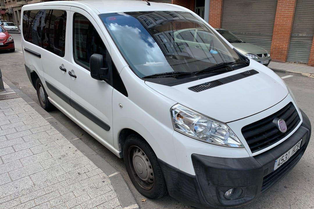 Alquiler barato de Fiat Scudo con equipamiento Bluetooth cerca de 30003 Murcia.
