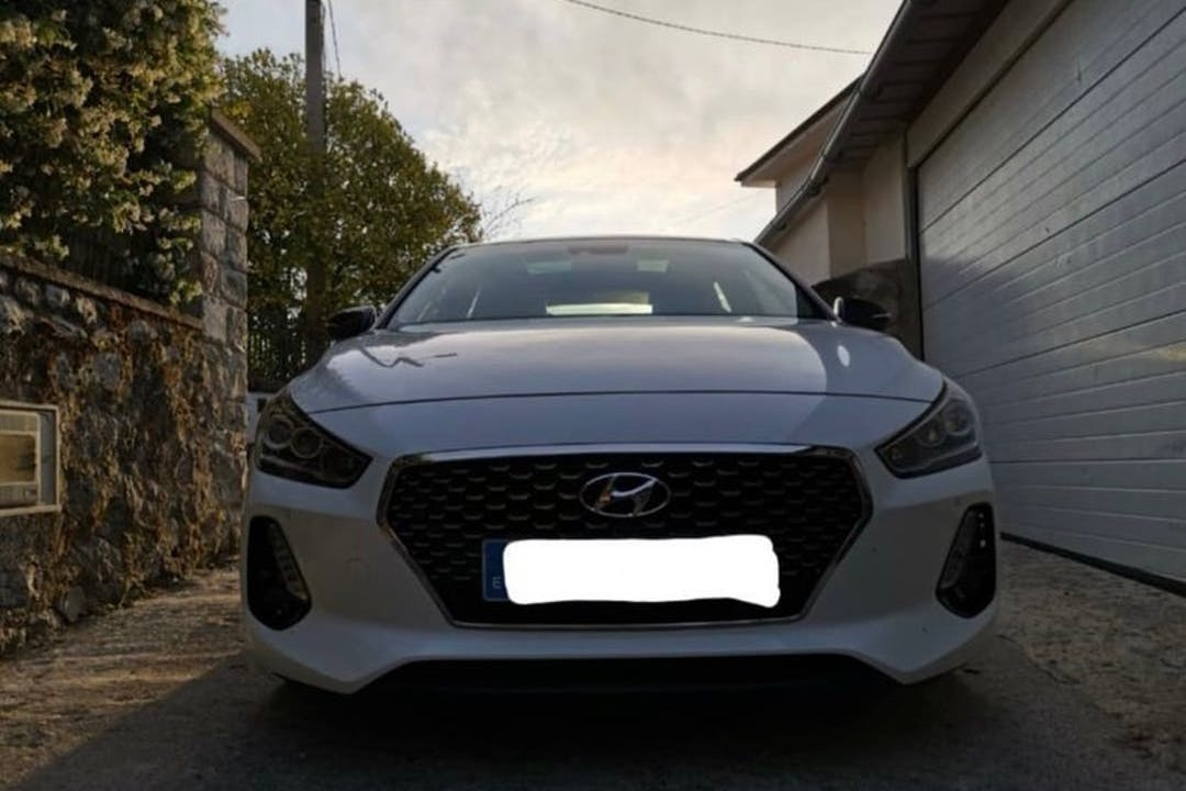 Alquiler barato de Hyundai i30 con equipamiento GPS cerca de 33500 Llanes.