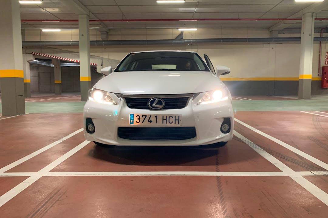 Alquiler barato de Lexus CT200 cerca de 08029 Barcelona.