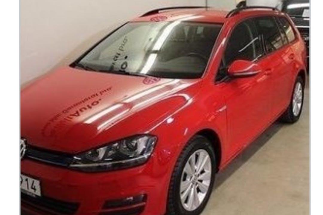 Billig biluthyrning av Volkswagen Golf Variant i närheten av 121 55 Kärrtorp.