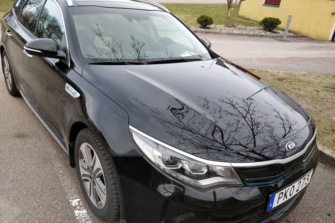 Billig biluthyrning av Kia Optima med GPS i närheten av  Bällskär.
