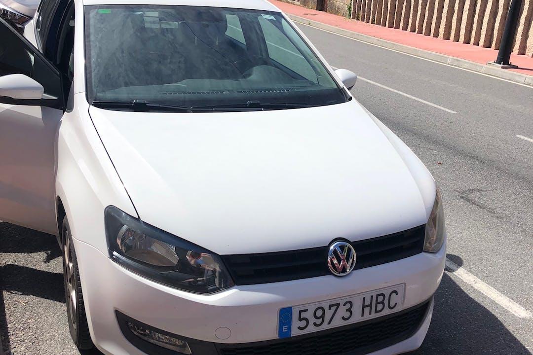 Alquiler barato de Volkswagen Polo con equipamiento Bluetooth cerca de 36201 Vigo.