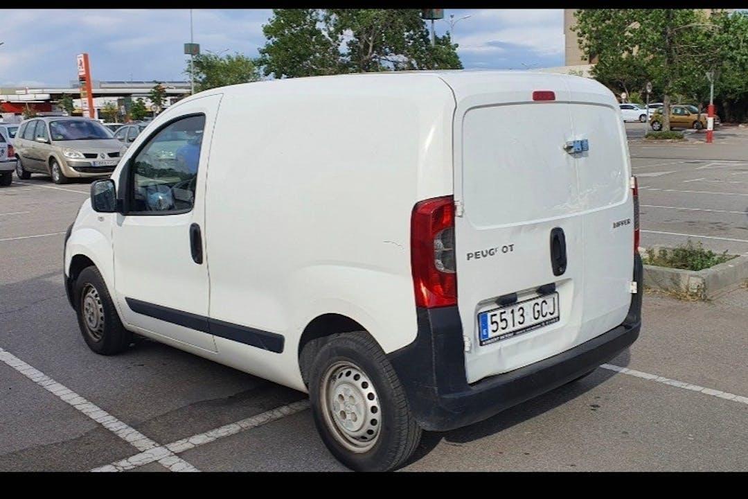 Alquiler barato de Peugeot Bipper con equipamiento Bluetooth cerca de 08918 Badalona.