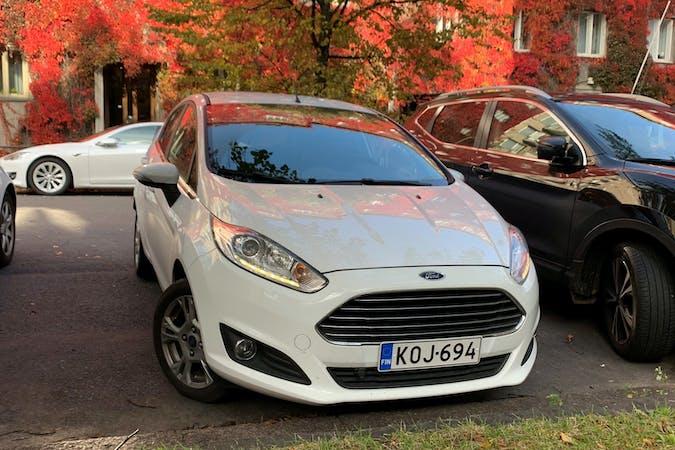 Ford Fiestan halpa vuokraus Isofix-kiinnikkeetn kanssa lähellä 00940 Helsinki.