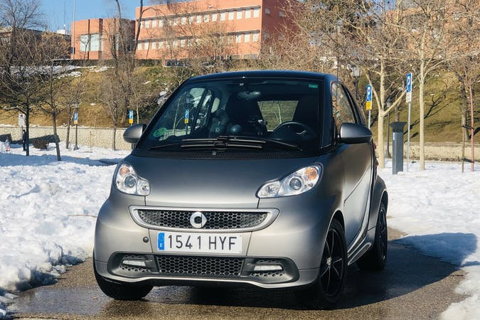 Alquiler barato de Smart Fortwo Cabrio con equipamiento GPS cerca de 28028 Madrid.