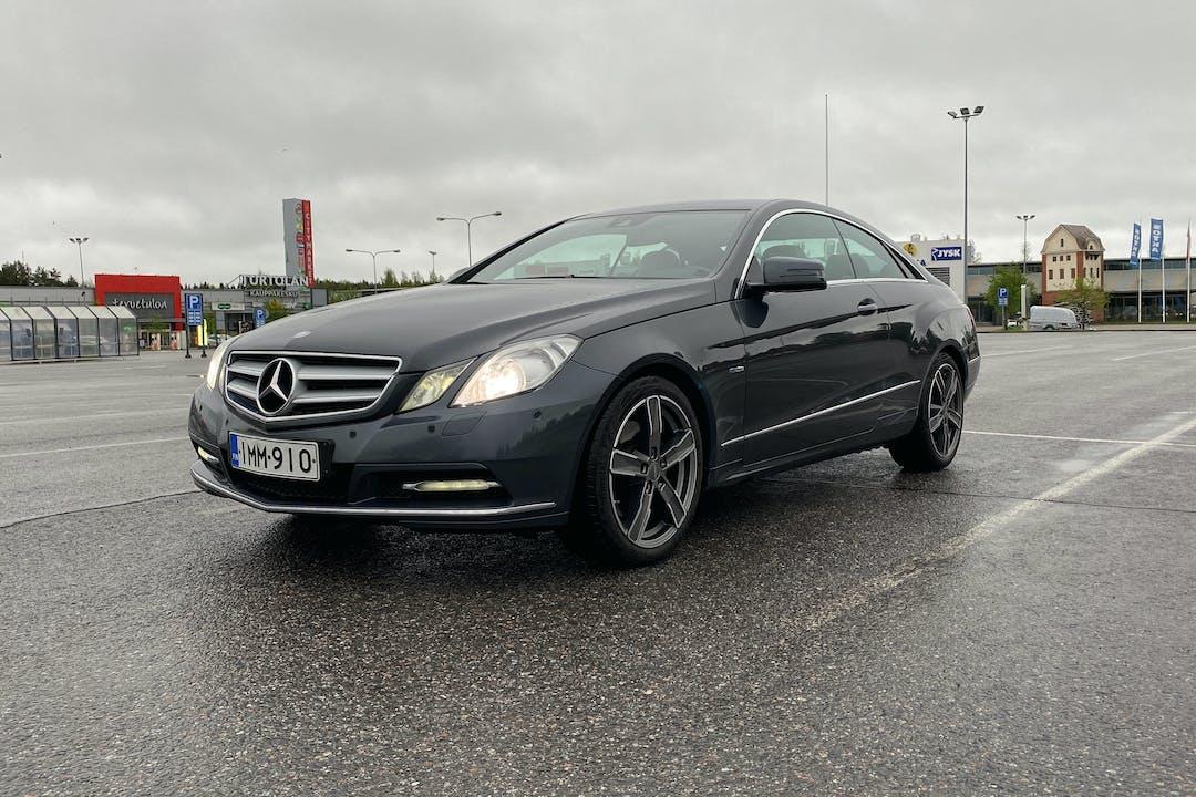 Mercedes E-Classn halpa vuokraus Bluetoothn kanssa lähellä 33500 Tampere.
