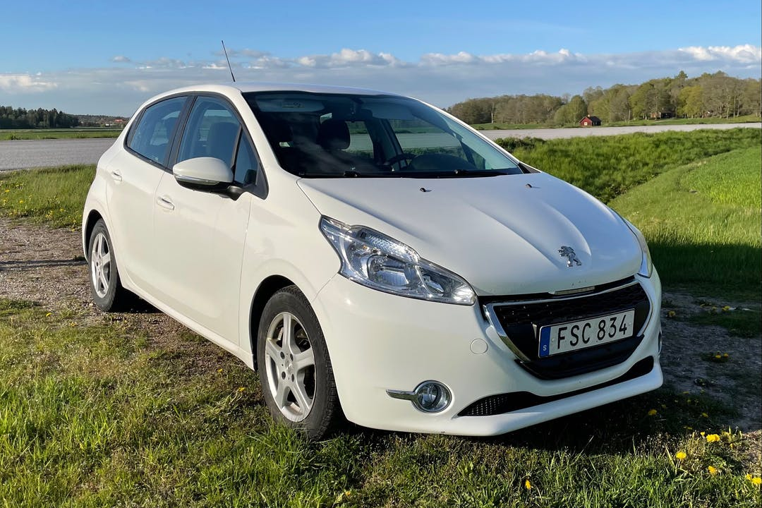Billig biluthyrning av Peugeot 208 med Aircondition i närheten av  Kungsholmen.