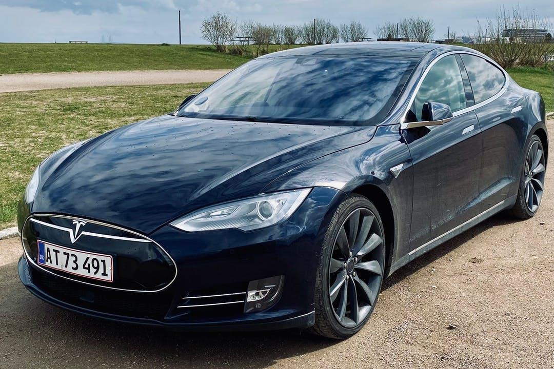Billig billeje af Tesla Model S med GPS nær 2000 Frederiksberg.