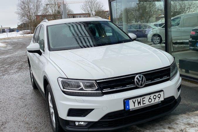 Billig biluthyrning av Volkswagen Tiguan med GPS i närheten av 183 47 .