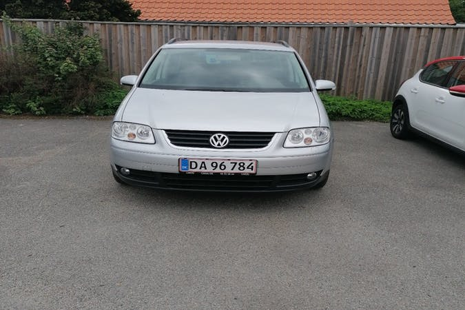 Billig billeje af Volkswagen Touran med Isofix beslag nær 2610 Rødovre.