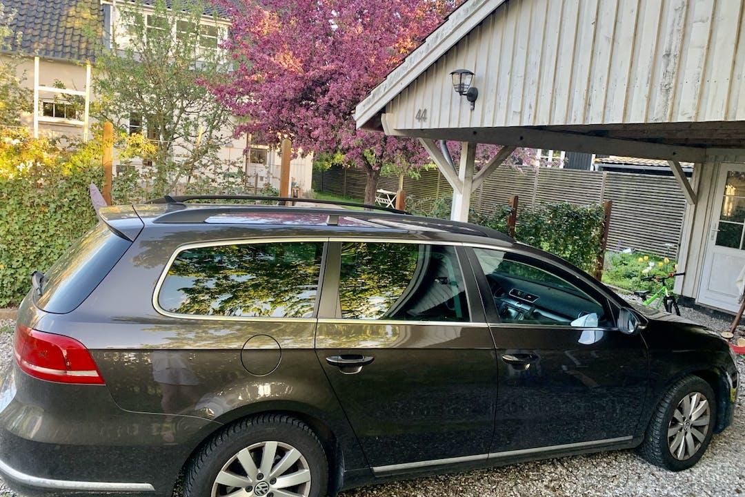 Billig billeje af Volkswagen Passat med GPS nær 3050 Humlebæk.