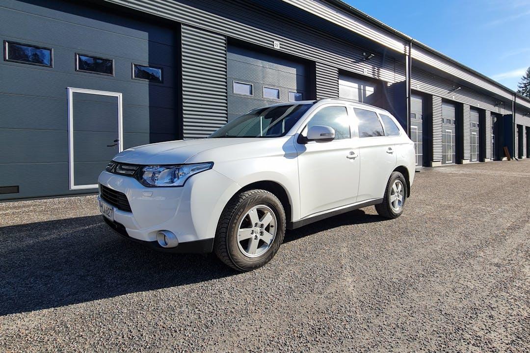 Mitsubishi Outlandern halpa vuokraus Isofix-kiinnikkeetn kanssa lähellä 04300 Hyrylä.
