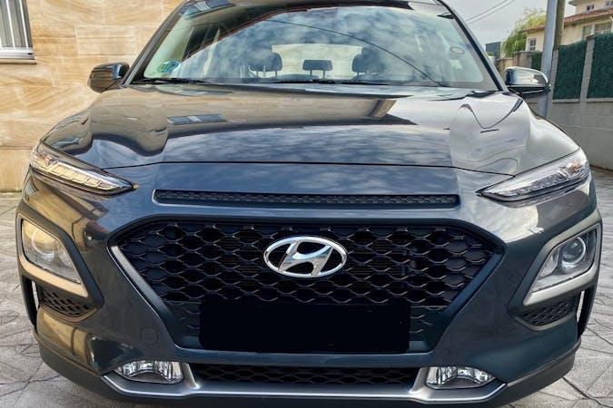 Alquiler barato de Hyundai Kona con equipamiento GPS cerca de  Santander.