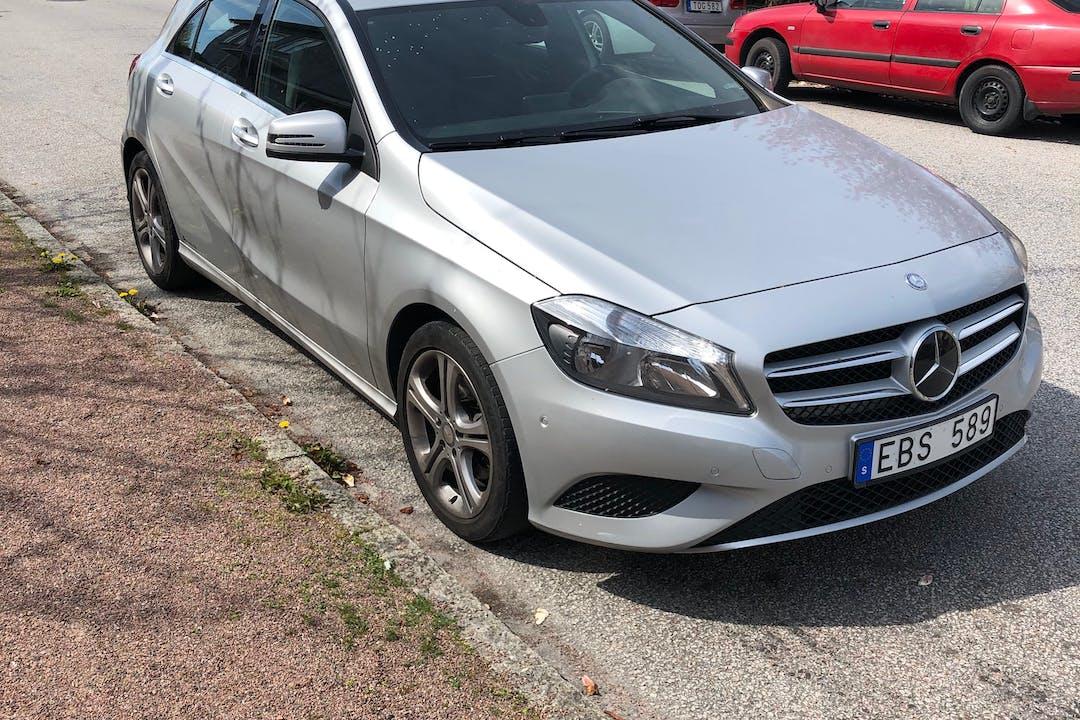 Billig biluthyrning av Mercedes A-Class med Bluetooth i närheten av 216 19 Väster.