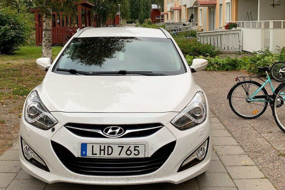 Billig biluthyrning av Hyundai i40 med GPS i närheten av 981 43 Glaciären-Solvinden.