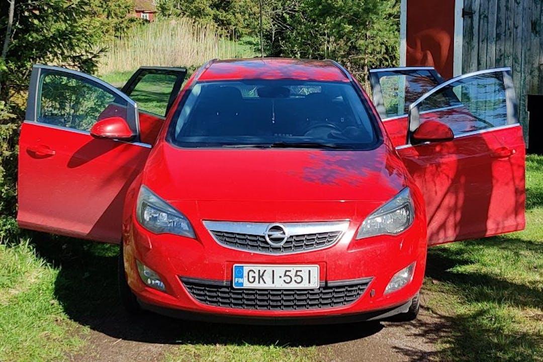 Opel Astran halpa vuokraus Vetokoukkun kanssa lähellä 01300 Vantaa.
