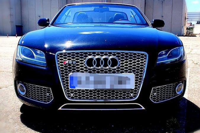 Alquiler barato de Audi A5 con equipamiento GPS cerca de 08002 Barcelona.