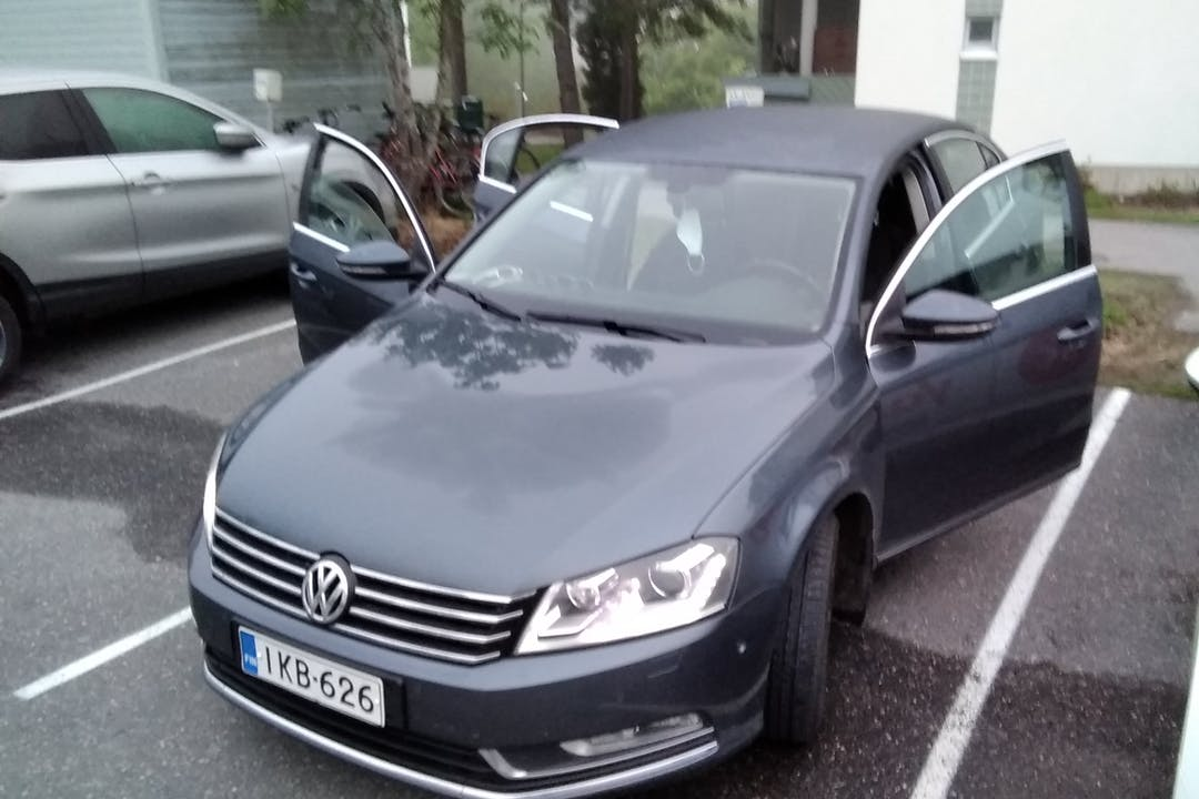 Volkswagen Passatn halpa vuokraus GPSn kanssa lähellä 00980 Helsinki.