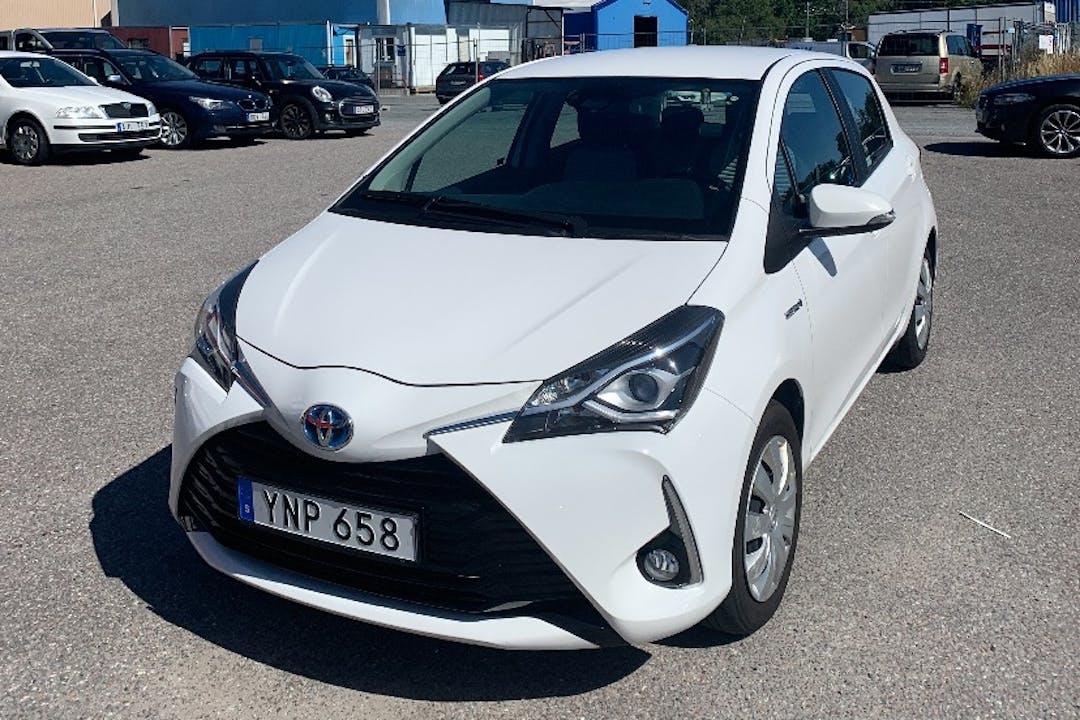 Billig biluthyrning av Toyota Yaris i närheten av  Ladugårdsgärdet.