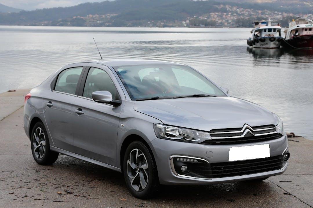 Alquiler barato de Citroën C-Elysee con equipamiento GPS cerca de 46018 València.