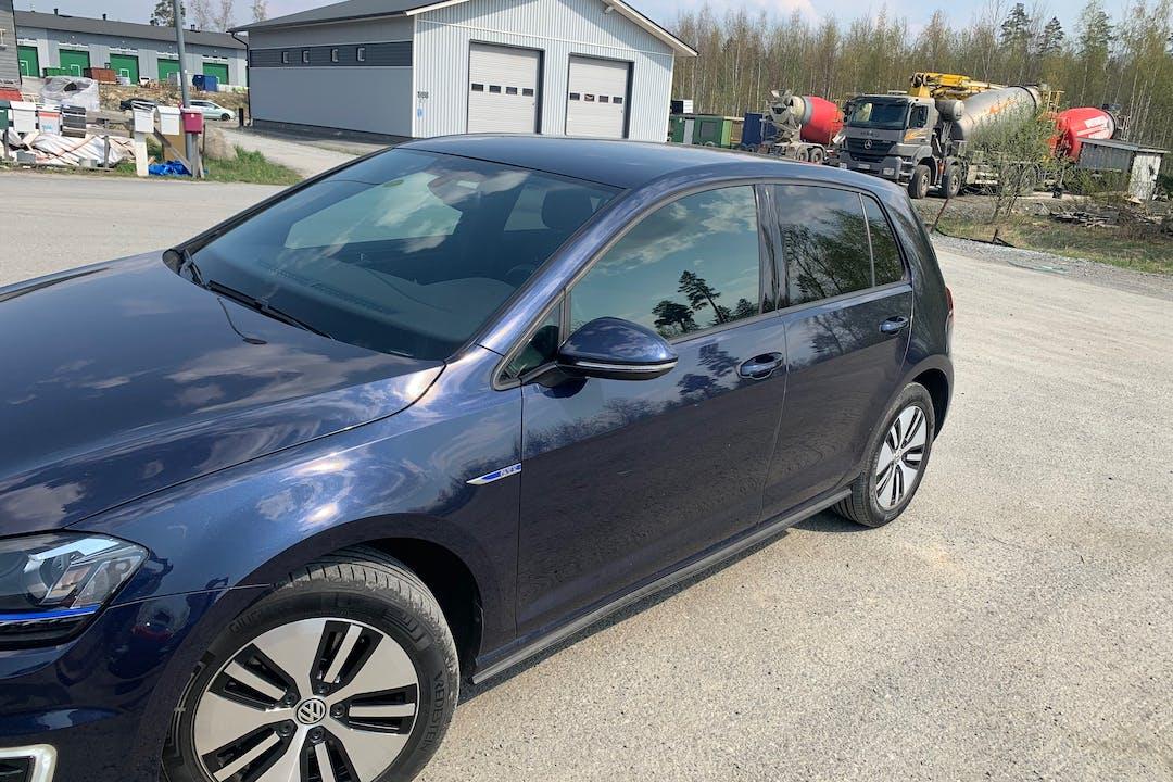 Volkswagen Golfn halpa vuokraus GPSn kanssa lähellä 33100 Tampere.