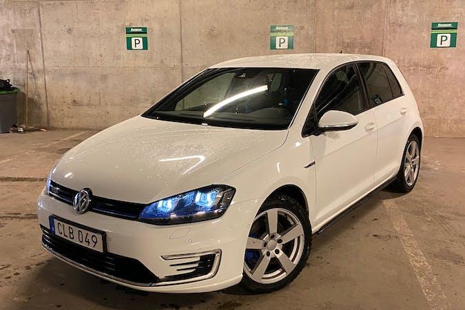Billig biluthyrning av Volkswagen Golf med GPS i närheten av 141 45 Sjödalen.
