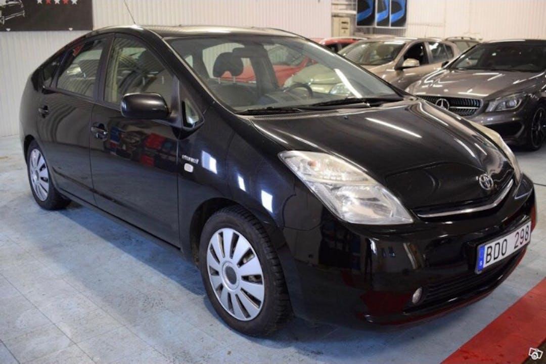 Billig biluthyrning av Toyota Prius i närheten av 133 44 .