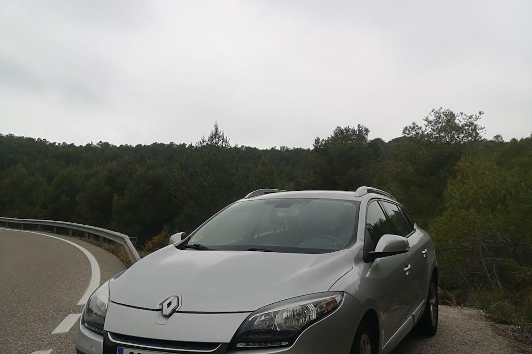 Alquiler barato de Renault Megane con equipamiento Bluetooth cerca de 08820 El Prat de Llobregat.