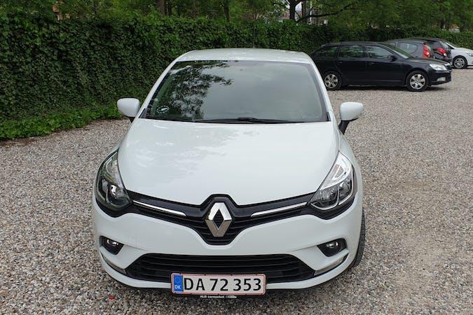 Billig billeje af Renault Clio med GPS nær 2500 København.