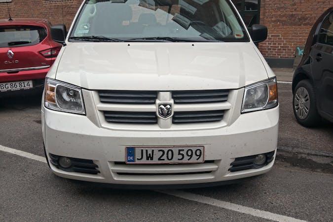 Billig billeje af Dodge Caravan nær 2100 København.