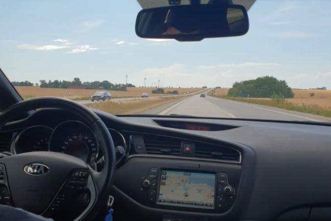 Billig biluthyrning av Kia Ceed med GPS i närheten av 754 32 Sala backe.