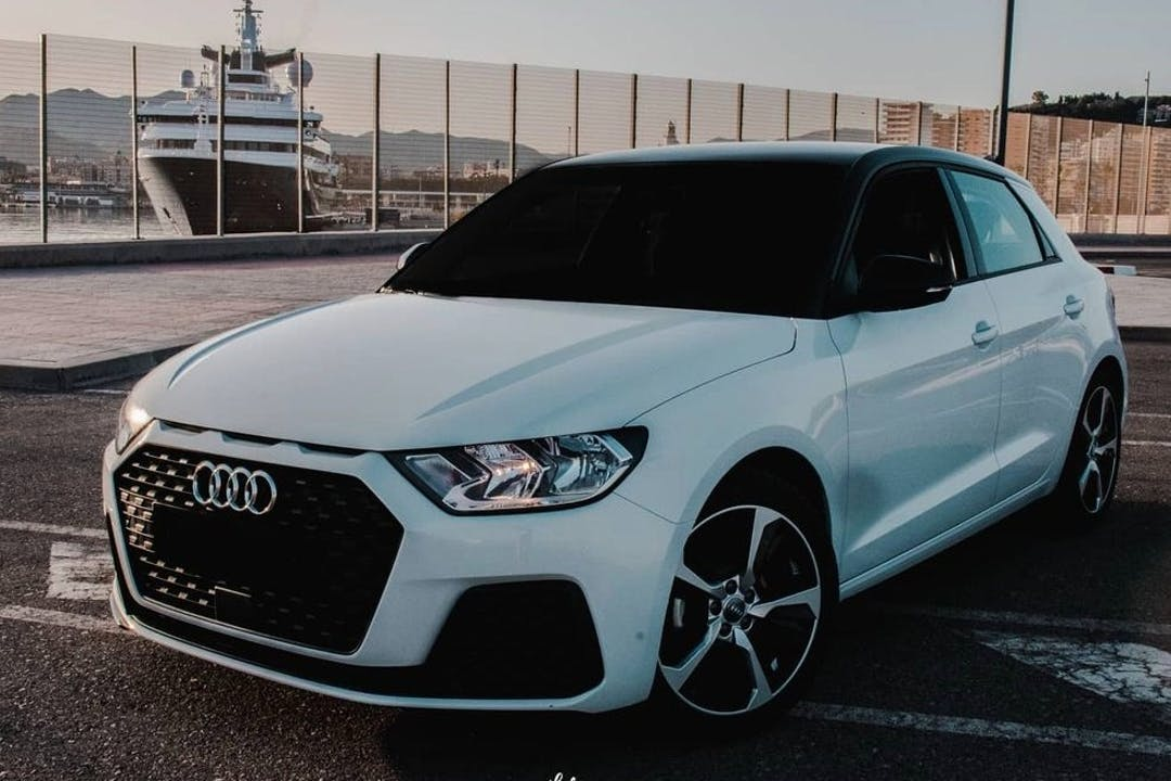Alquiler barato de Audi A1 con equipamiento GPS cerca de 29631 Benalmádena.