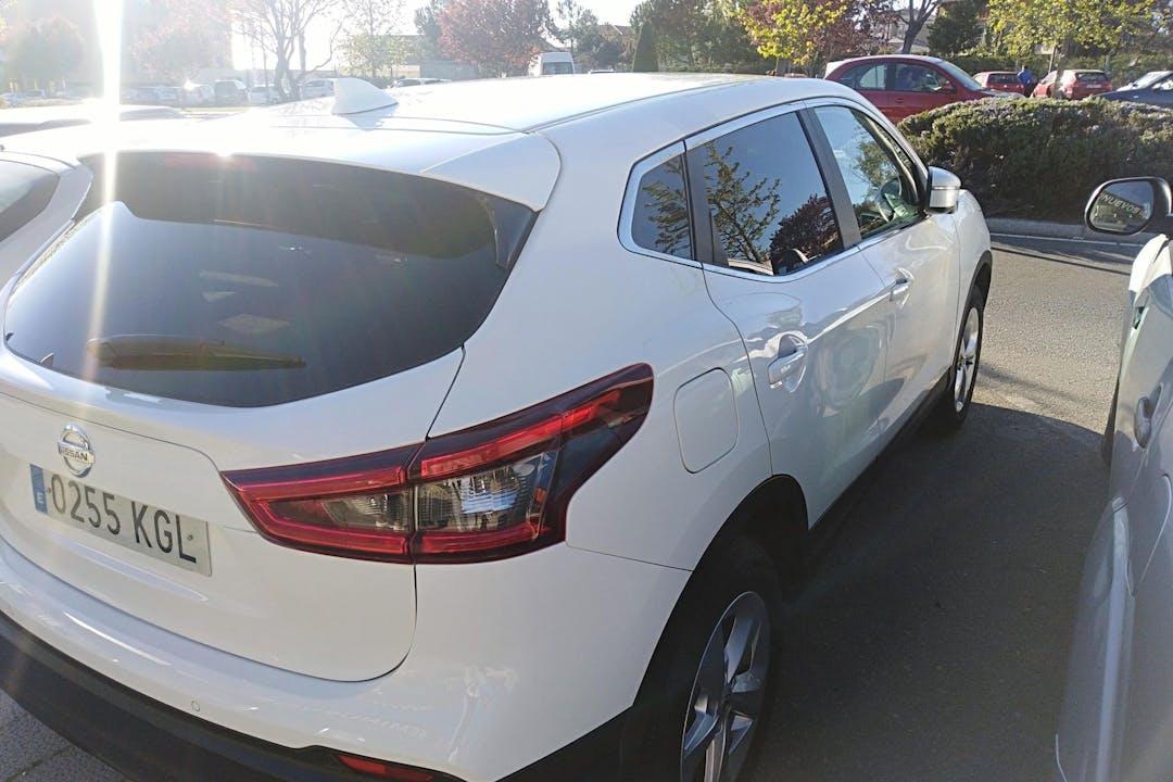 Alquiler barato de Nissan Qashqai con equipamiento GPS cerca de 05002 Ávila.